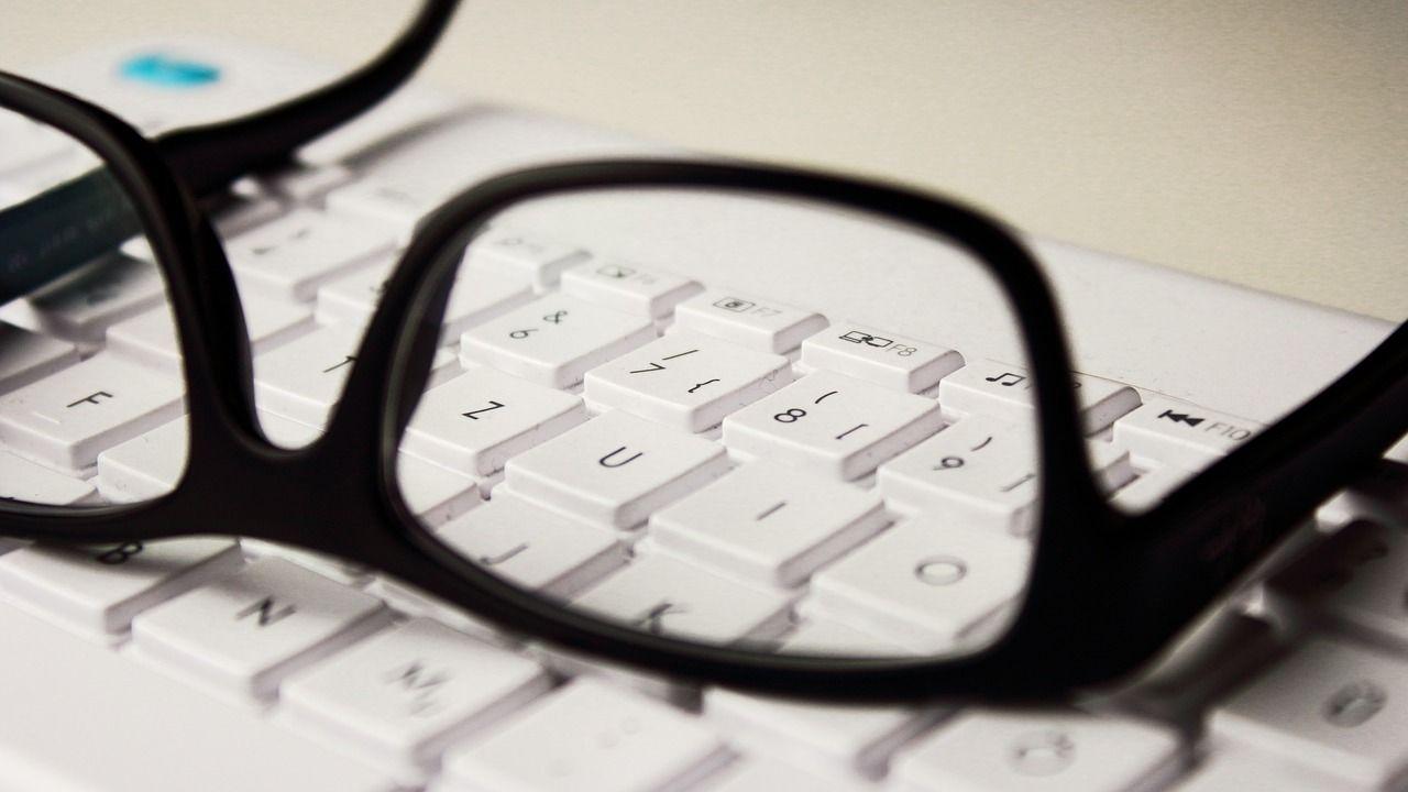 glasses-2211445_1280
